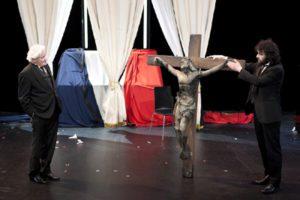 6) Le Pain dur, Ali Habenichts et Louis de Coûfontaine, dernière scène, vente de la croix, copyright François Passerini